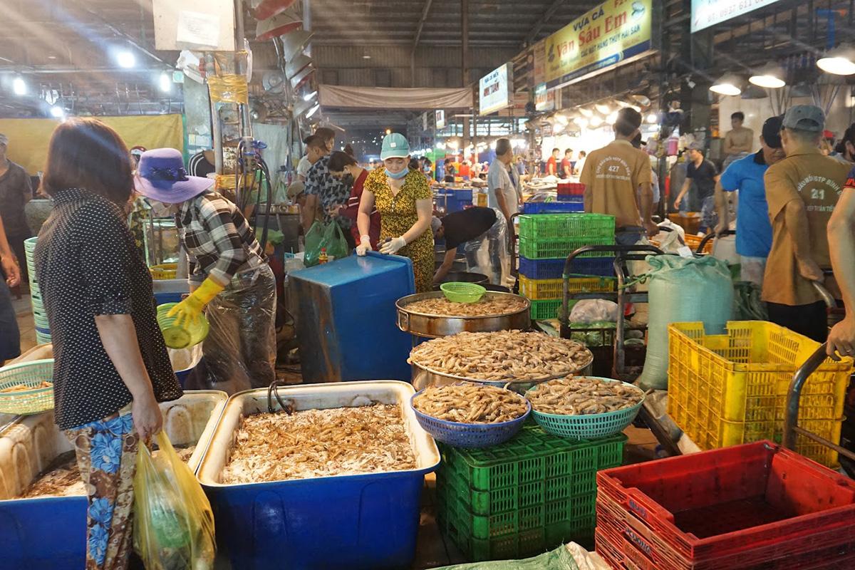 mua bán tôm chợ Bình Điền