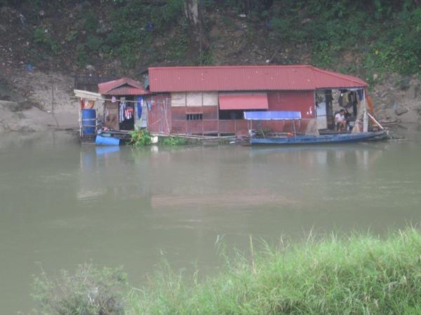 nuôi cá lồng, nghề nuôi cá lồng, nuôi cá lồng trên sông Gâm, nuôi cá Hà Giang, nuôi cá bỗng, cá chiên