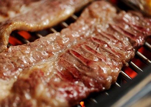 Nếu giữ đông thịt, cần phải rã đông trong khoảng 2 đến 3 giờ trước khi chế biến.
