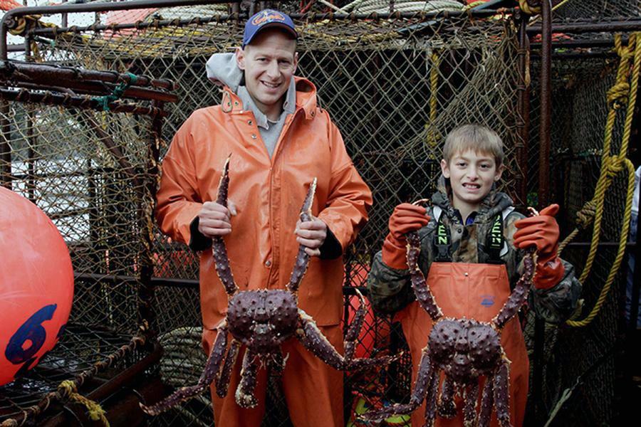 Cuộc đời ngang trái của loài cua Hoàng Đế biển Alaska