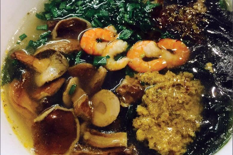 Bánh canh nấm tràm rong biển