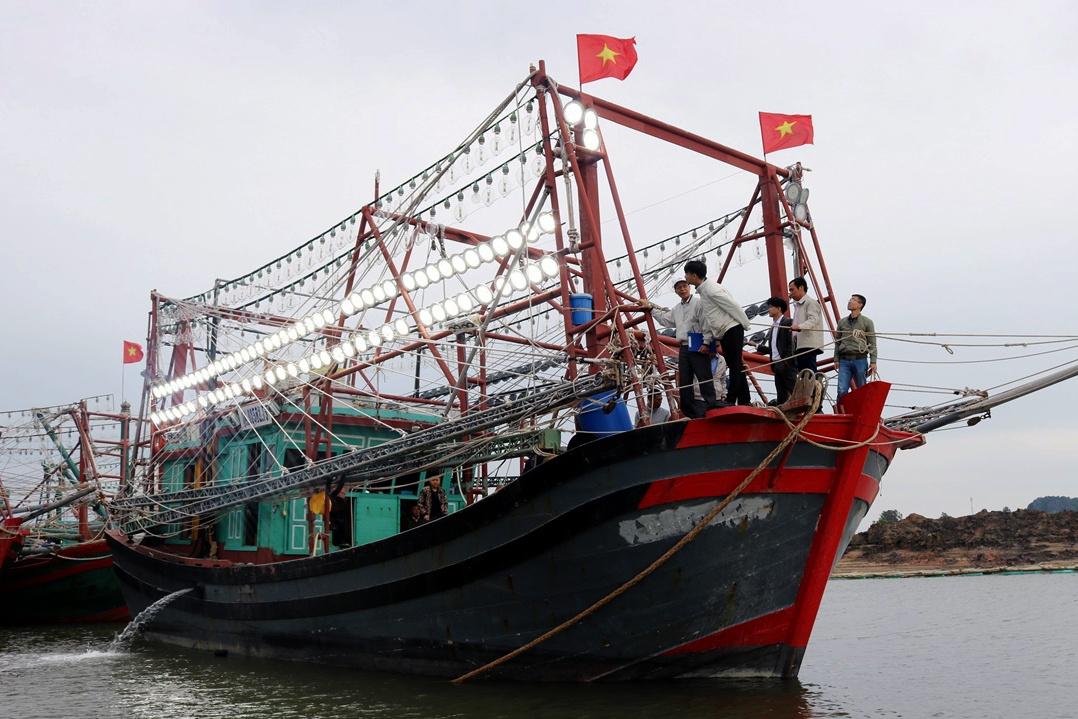 Quảng Ninh: Ứng dụng công nghệ đèn Led trong khai thác thủy sản