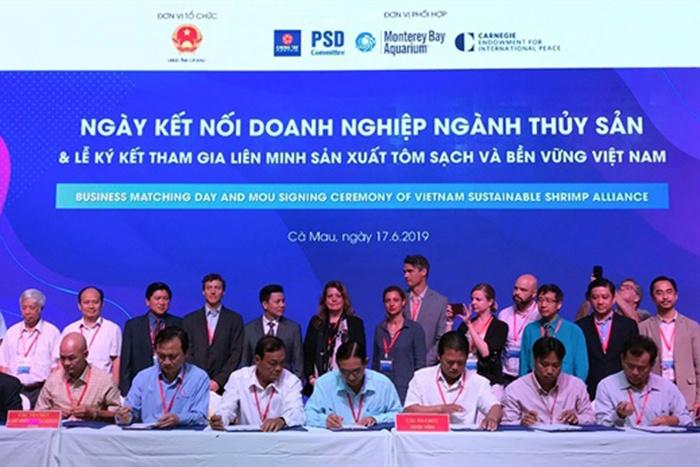 Lễ ký kết tham gia liên minh sản xuất tôm sạch và bền vững