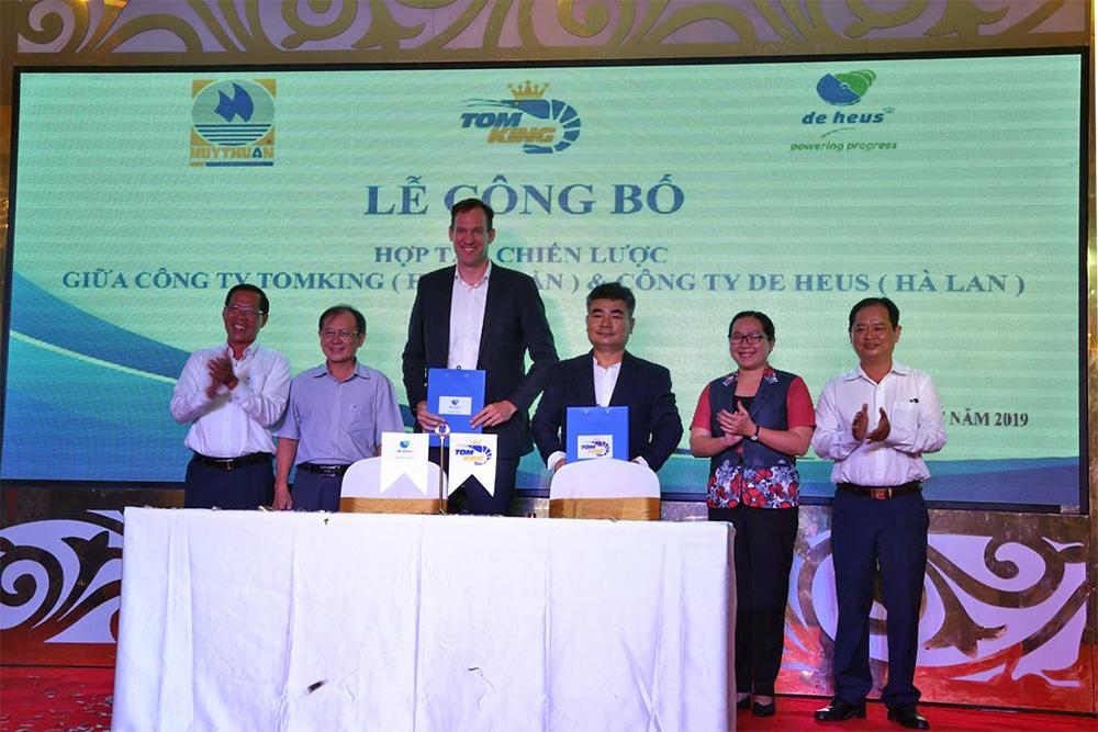 hợp tác chiến lược giữa Công ty Tomking và Công ty De Heus