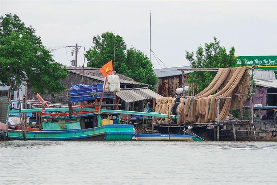Giúp ngư dân đánh bắt an toàn trong mùa mưa bão