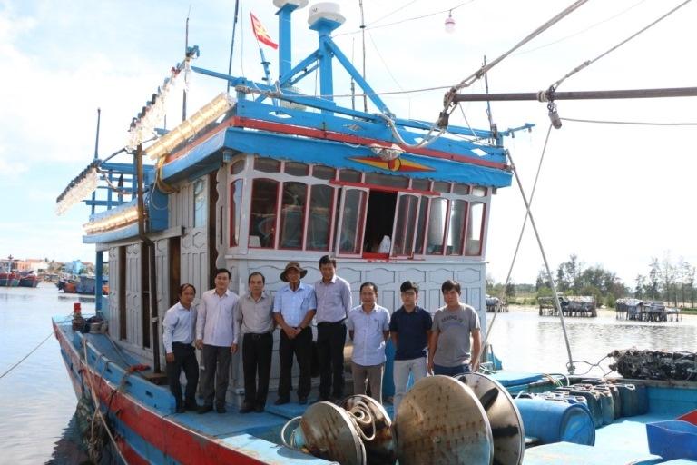 tàu khai thác xa bờ