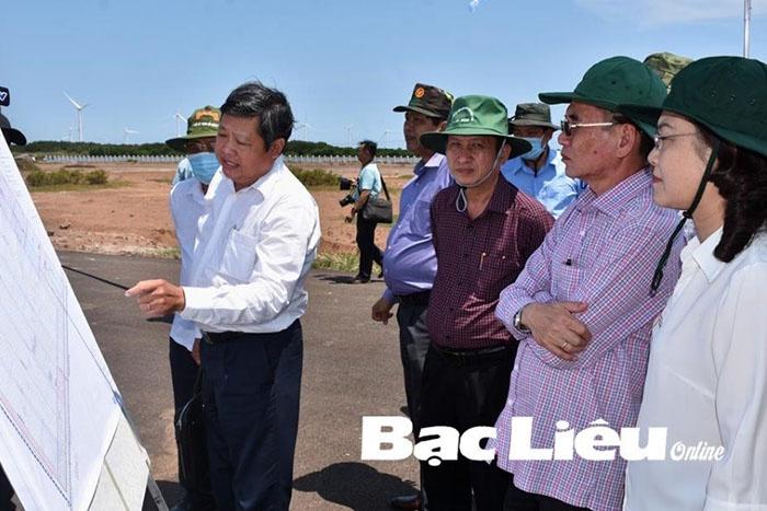 Lãnh đạo Tỉnh ủy, HĐND, UBND tỉnh khảo sát khu nông nghiệp ứng dụng công nghệ cao phát triển tôm Bạc Liêu.