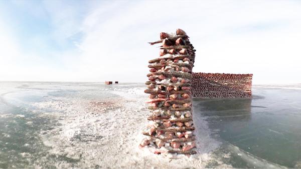 Chiêm ngưỡng bức tường'thần thánh' xây từ 2000 con cá giữa hồ băng