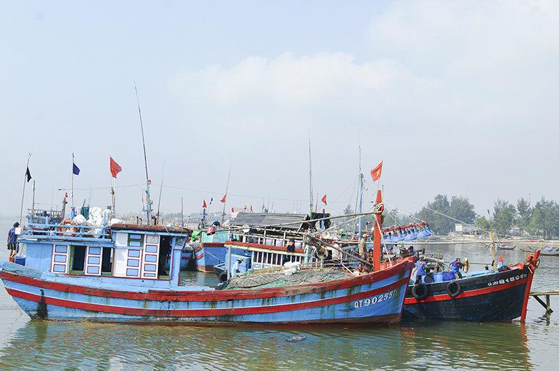 Ngư dân Cửa Việt yên tâm vươn khơi nhờ sự tương trợ, giúp đỡ của Trung đội Dân quân hoạt động trên biển