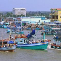 Quản lý tàu cá thực hiện việc lắp đặt thiết bị giám sát hành trình