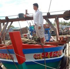 Biển động mạnh không ra khơi được, ngư dân Cà Mau mất tết