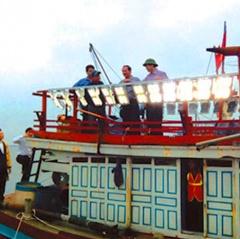 Tiết kiệm nhờ trang bị đèn Led trên tàu khai thác hải sản xa bờ