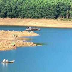 Linh hoạt mở dịch vụ câu cá ở lòng hồ, người dân hốt bạc