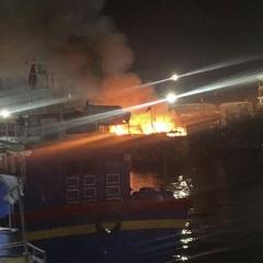 Cháy tàu cá neo đậu tại cảng cá Quy Nhơn