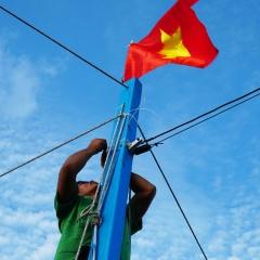 Lời của lá Quốc kỳ, cùng ngư dân bám biển!
