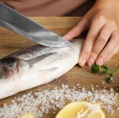 Ba bước giúp mùi tanh của cua, cá, tôm, mực biến mất