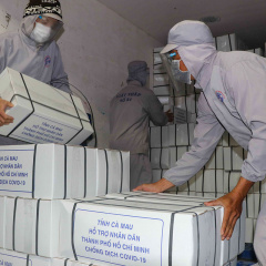 Đưa 12 tấn tôm từ Cà Mau đến với người dân TP.HCM
