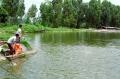 """Người nuôi trồng thủy sản vẫn... """"tự bơi"""""""