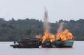 Indonesia cho nổ 81 tàu cá nước ngoài